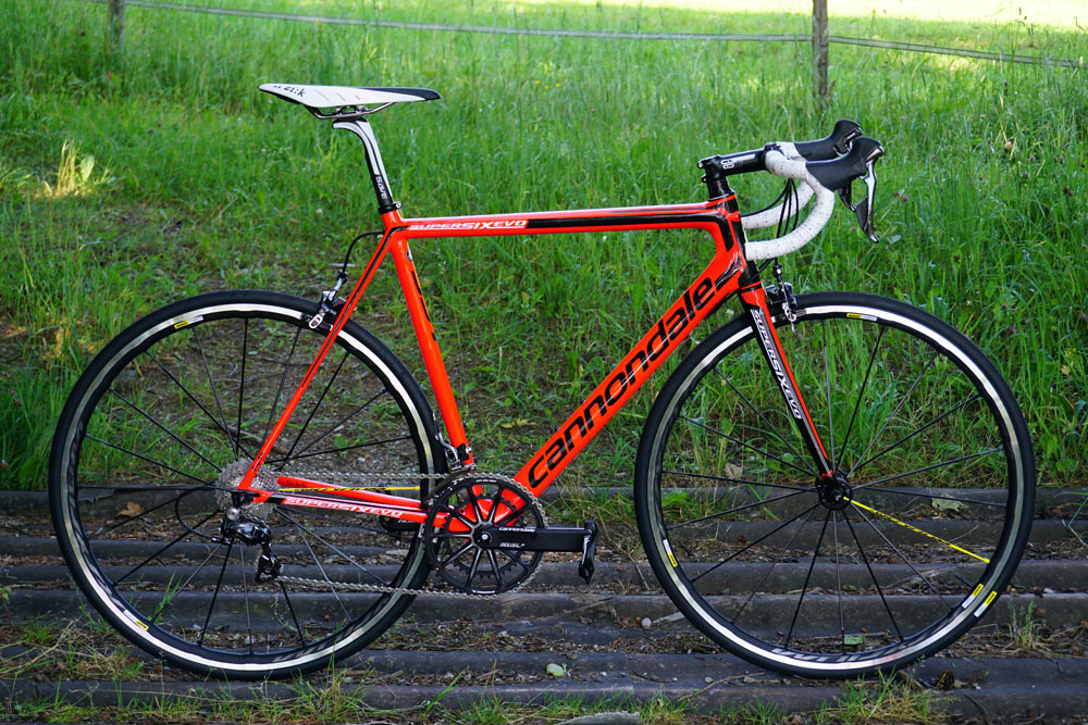 2016-Cannondale-SuperSix-Evo-carbon-road-bike-01